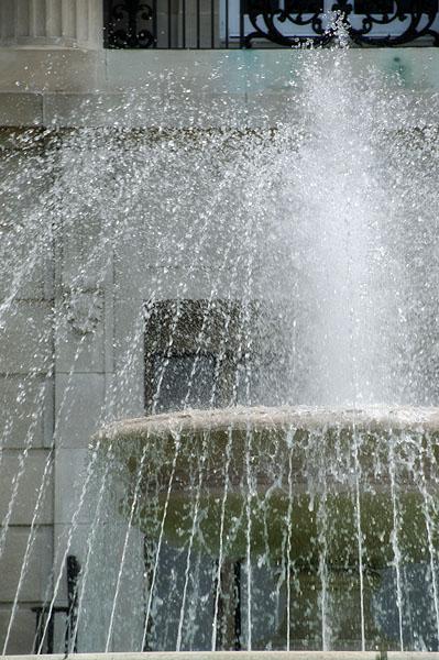 Federal bkdg fountain